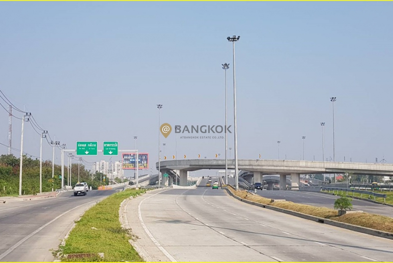 Land 11200sqm with building  2,012 sqm.-for-sale-on New-pattanakarn road-/ 290-m-from-On-Nut-road